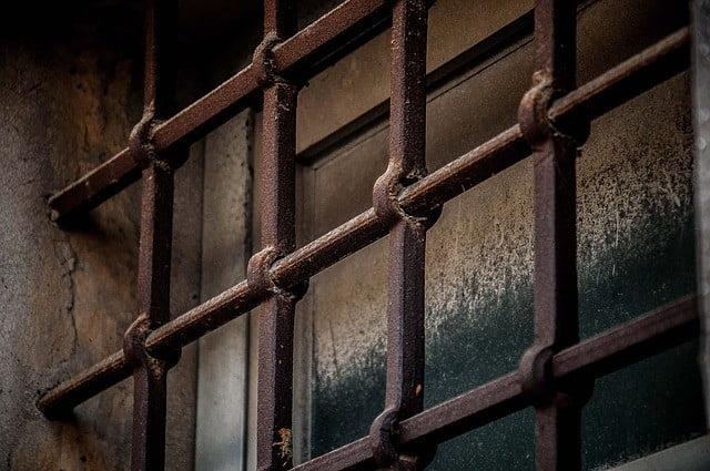 Innanför gallret till ett mentalt fängelse